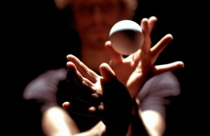 Från föreställningen Handspun/Bruit de Couloir på Dansens hus 2015.